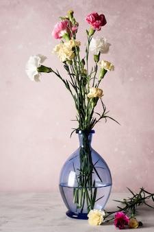 Kwiat w wazonie