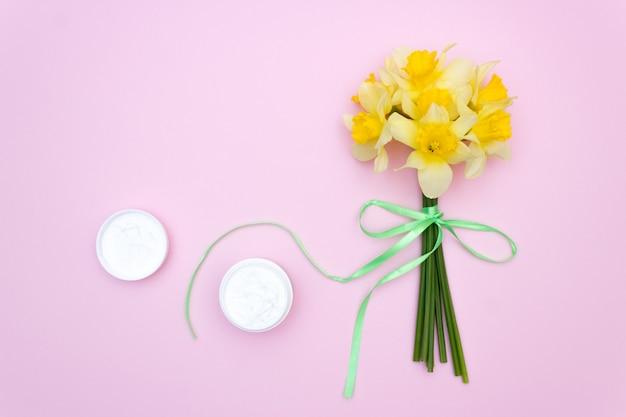 Kwiatowy krem do pielęgnacji skóry, różowy