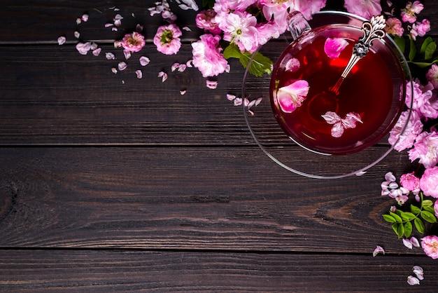 Kwiatowy ramki z filiżanki herbaty