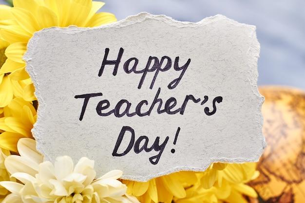 Kwiaty, kula ziemska i karta. światowy dzień nauczyciela.