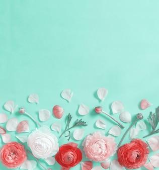 Kwiaty na jasnozielonym tle widok z góry