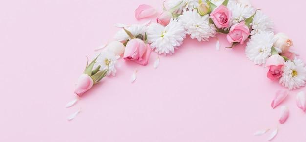 Kwiaty różowe i białe