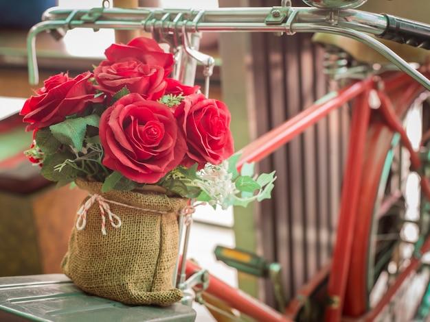 Kwiaty w kawiarni na rowerze