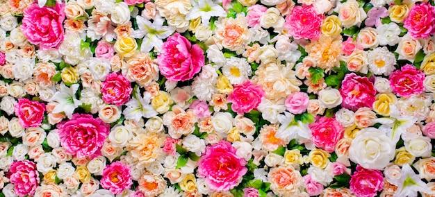 Kwiaty w tle. sztucznych kwiatów. delikatna paleta, jasny, wielokolorowy, bogaty kolor