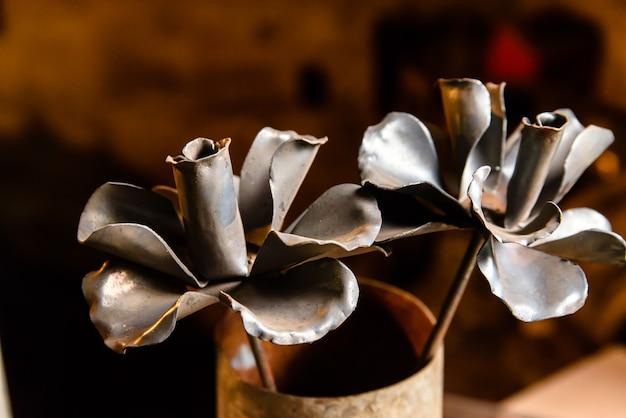 Kwiaty z metalu, kowal.