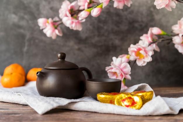 Kwiecista chińska nowy rok dekoracja z herbatą