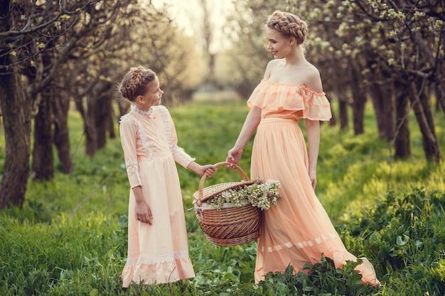 Kwitnąca seria wiosenna przebudzenie natury po zimowym rozkwicie jabłek lub gruszek