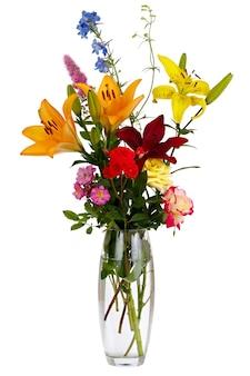 Kwitnący bukiet kwiatów w przezroczystym wazonie z wodą