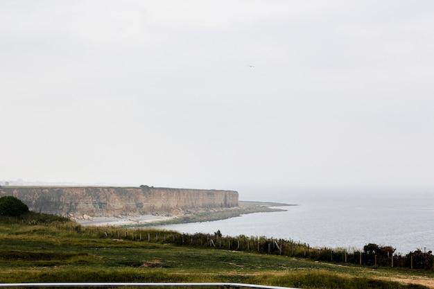 La pointe du hoc skały, normandia francja latem