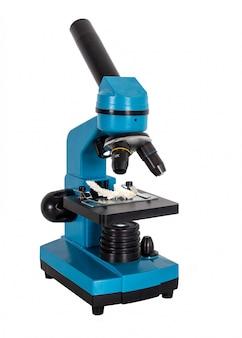 Laboratorium transmitowane lekki mikroskop złożony na białym tle.
