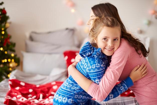 Łączenie mamy i córki w boże narodzenie