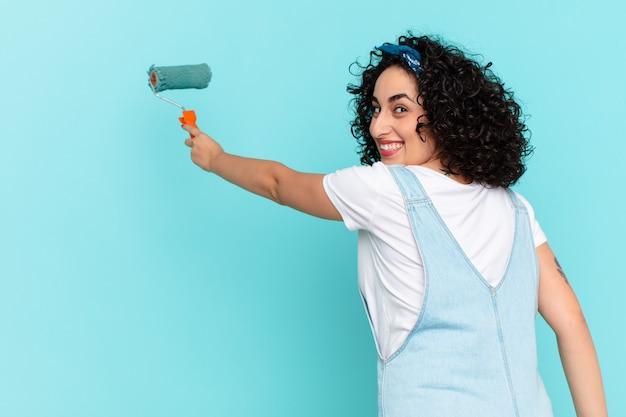 Ładna arabska kobieta malarstwo koncepcja ściany domu