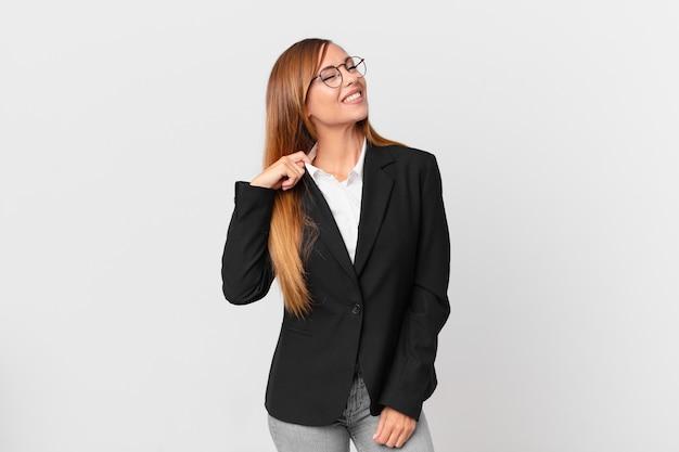 Ładna kobieta czuje się zestresowana, niespokojna, zmęczona i sfrustrowana. pomysł na biznes