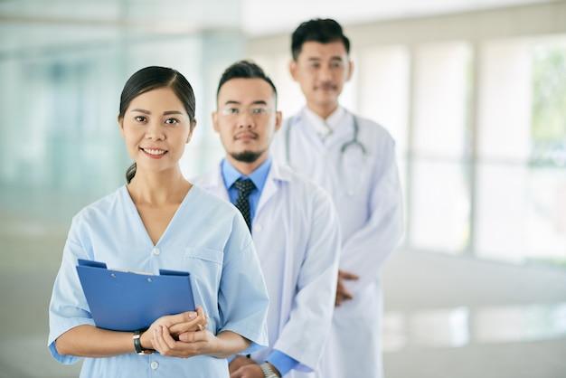 Ładna kobieta lekarz