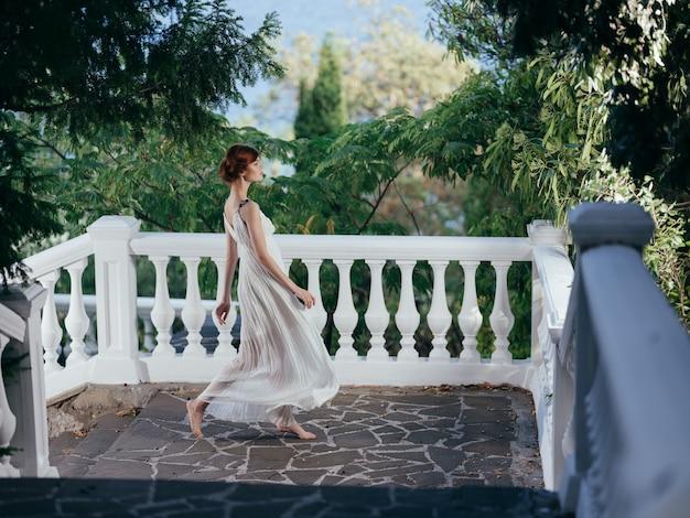 Ładna kobieta mitologia grecka dekoracja park luksusowy