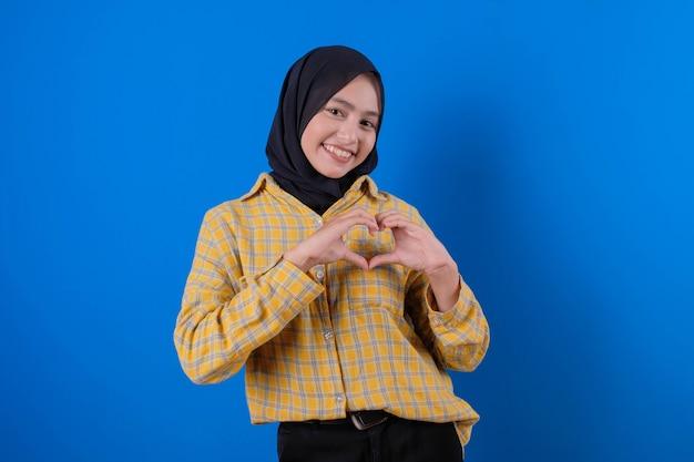 Ładna kobieta piękny uśmiech miłość wyrażenie