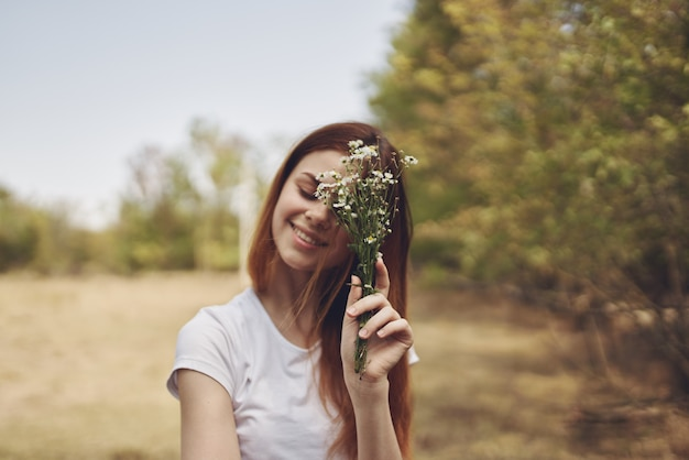 Ładna kobieta podróży wakacje rośliny natura styl życia lato