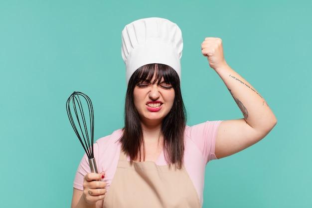 Ładna kobieta szefa kuchni zły wyraz