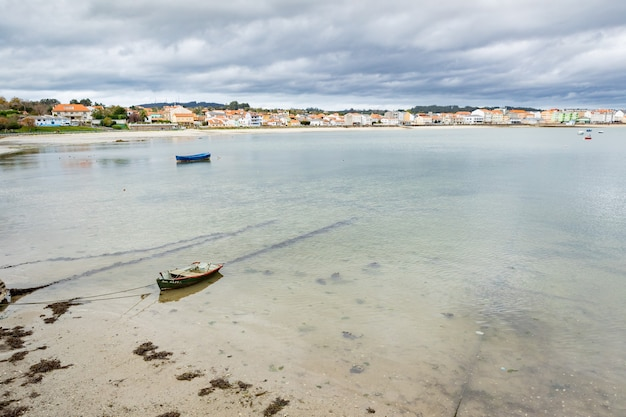 Ładna wioska rybacka na północnym wybrzeżu hiszpanii