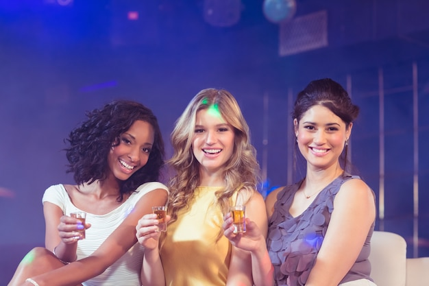 Ładne dziewczyny świętują