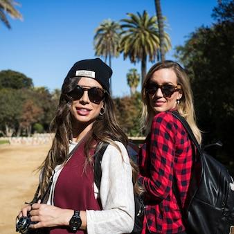 Ładne kobiety w podróży