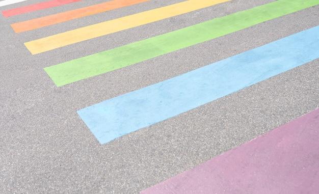 Ładne kolorowe przejście zebry lgbt