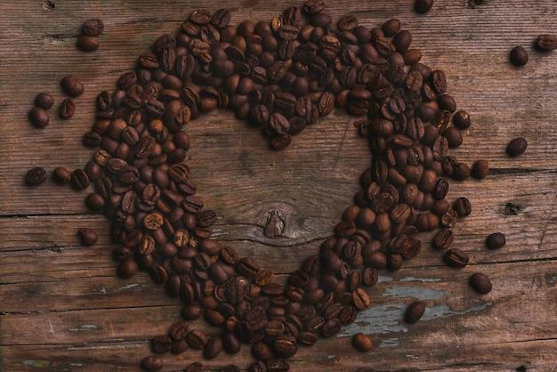 Ładne serce z ziaren kawy