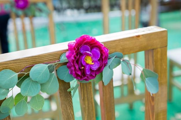 Ładne wesela rejestracyjne w marsali i kwiatach
