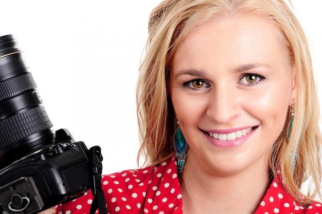 Ładny blondynki kobiety fotograf z jej kamerą
