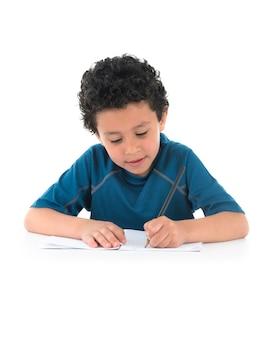Ładny chłopiec pisanie