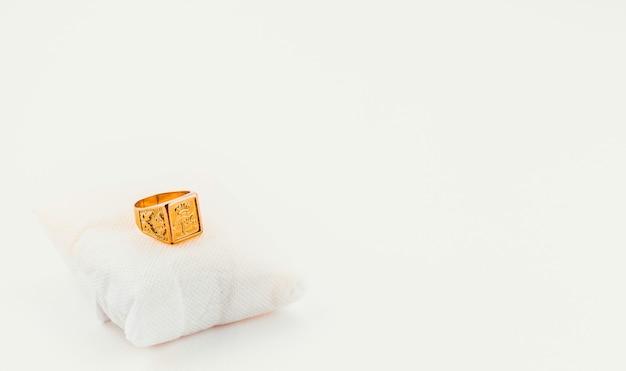 Ładny i duży złoty pierścionek
