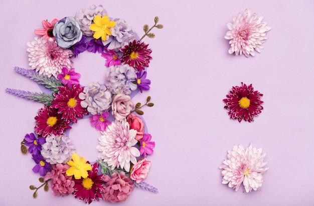 Ładny symbol 8 marca wykonany z kwiatów