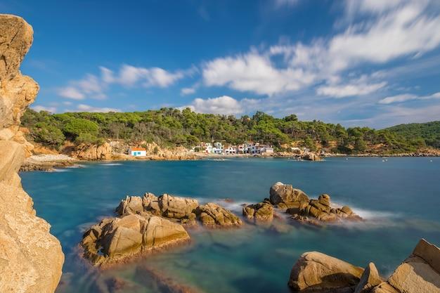 Ładny szczegół z wybrzeża costa brava w hiszpanii, la fosca
