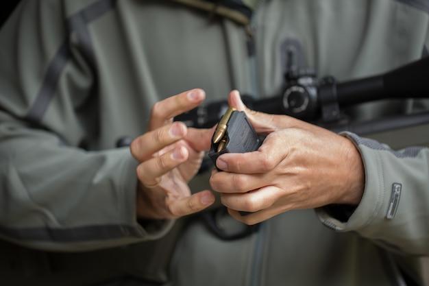 Ładowanie amunicji do magazynka