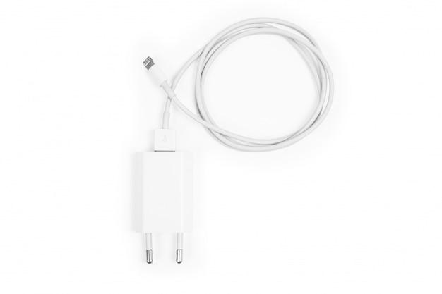Ładowarki do telefonów kablowych na białym