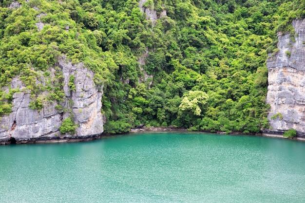 """Laguna zwana """"talay nai"""" w parku narodowym moo koh ang tong"""