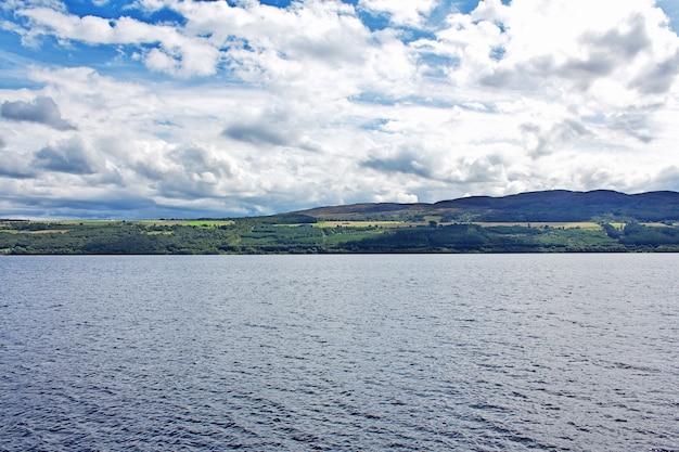 Lake loch ness w szkocji, wielka brytania
