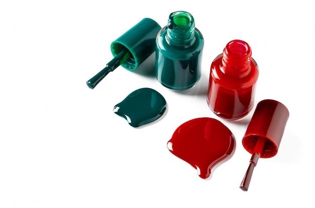 Lakiery do paznokci rozlane z butelek