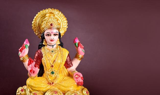 Lakshmi - hinduska bogini, bogini lakshmi. bogini lakshmi podczas diwali celebration. indyjski hindu light festival o nazwie diwali