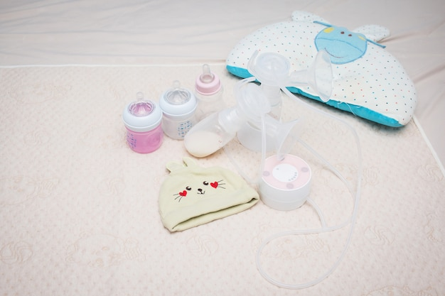 Laktator i butelka na mleko dla dziecka, przygotuj mleko dla noworodka