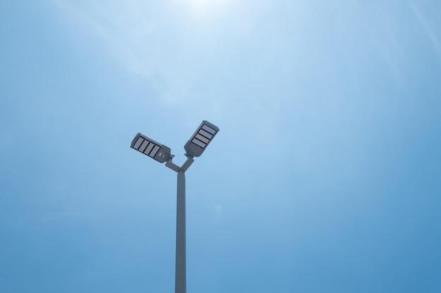 Lampa post energii elektrycznej w tajlandii.