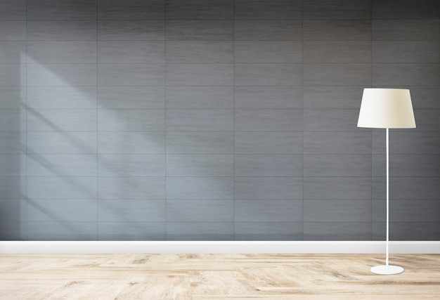 Lampa stojąca w szarym pokoju