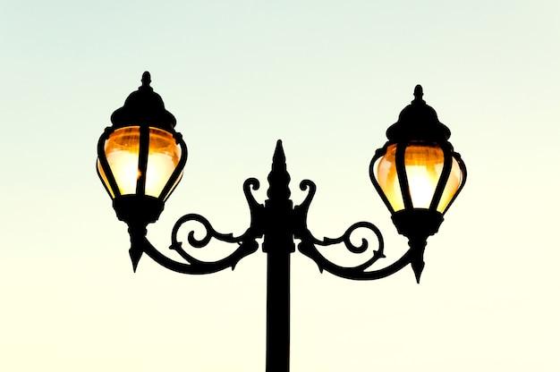 Lampa uliczna w stylu antycznym
