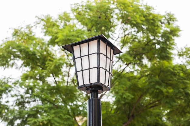 Lampa uliczna zewnętrzna. staroświeckie światła uliczne