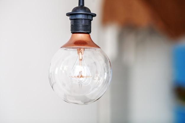 Lampa w pokoju. koncepcja wnętrza.
