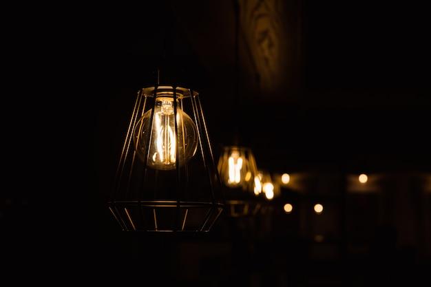 Lampa wisząca do dekoracji wnętrz.