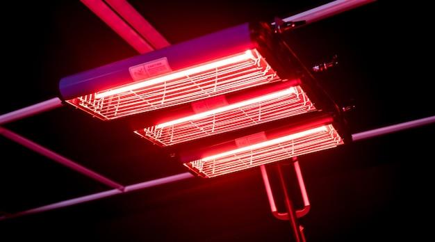 Lampy na podczerwień do suszenia części karoserii po nałożeniu zachowują połysk