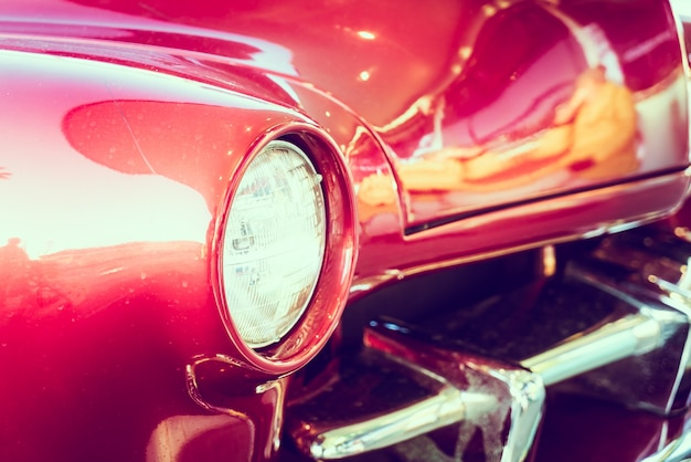 Lampy reflektorów samochodu
