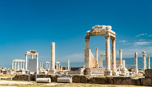 Laodycea na lycus, ruiny starożytnego rzymskiego miasta w zachodniej turcji