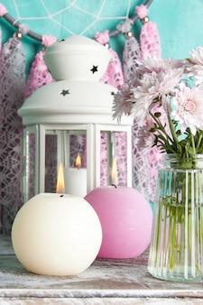 Łapacz snów na ścianie w kolorze akwamarynu